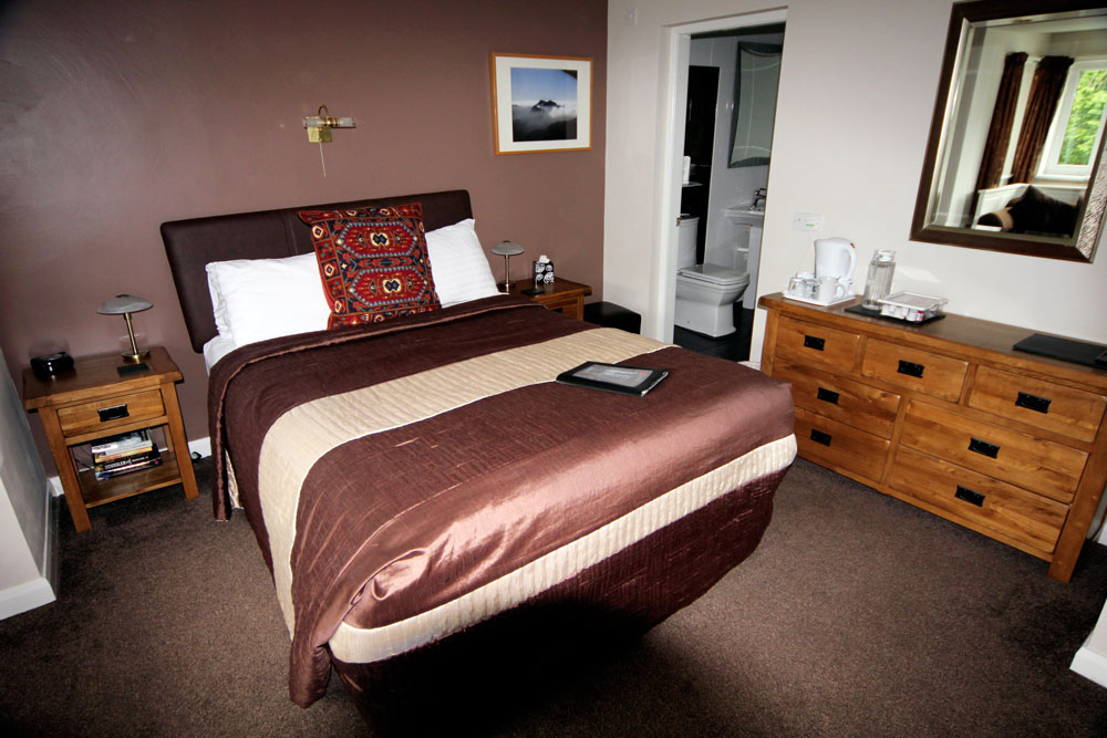 Room 7, Y Wyddfa, large double ensuite with king size bed